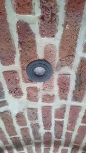 Spot encastré dans des voutes en briques